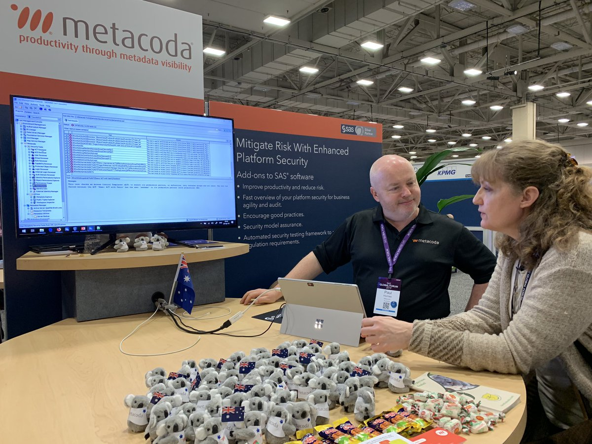 Paul demonstrating Metacoda software to Tamara Barker at SASGF 2019